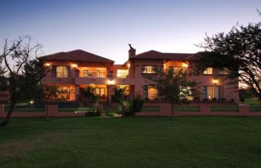 Luxurious House on Prestige Golf Estate