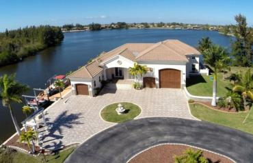 USA Florida Luxury Home Sale PRICE REDUCED $300,000 for limited time.