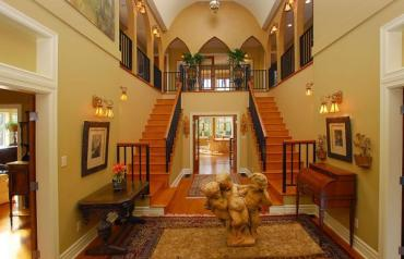 GORGEOUS TUSCAN HOME IN PRESTIGIOUS OAK BAY, VICTORIA, BRITISH COLUMBIA!