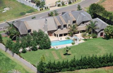 LUXURIOUS 2 STORY THATCHED MANSION IN MAJESTIC MOUNTAINOUS WINE AREA CAPE TOWN