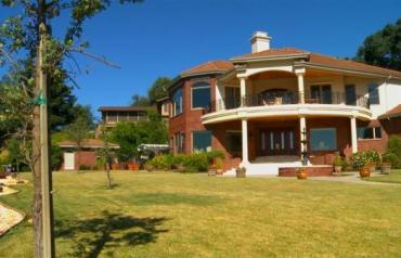 Beautiful Custom Home next to American River