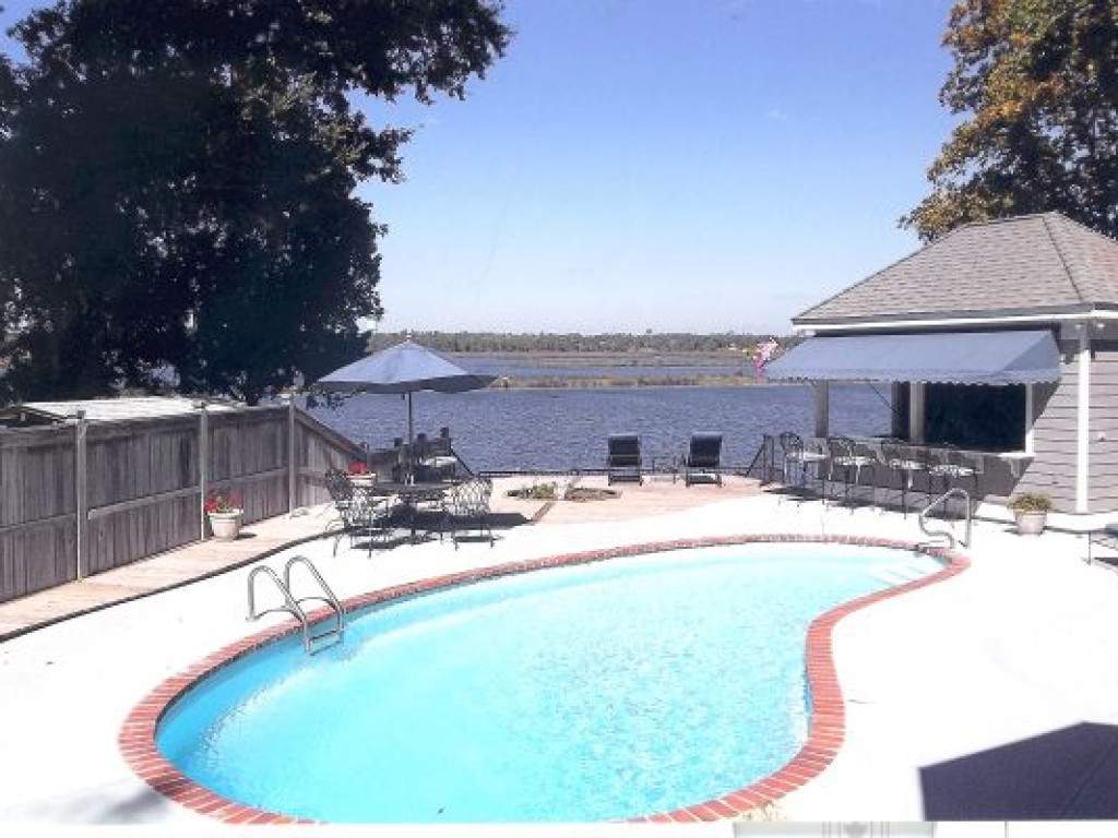 Waterfront Living At Its Very Best In Biloxi Ms Mississippi