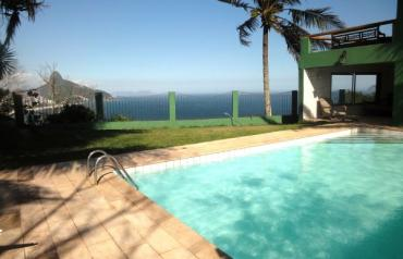 Beautiful mansion with 6 suites- RIO POST-CARD view!