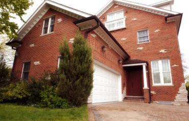 Distinctive traditional home located in East Kenilworth
