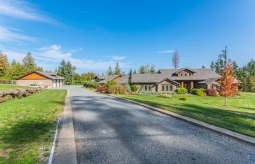 Beautiful Nanaimo Executive Acreage - Meadow Dr
