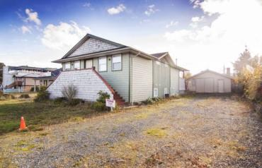 Central Parksville Opportunity - 144 Hirst Ave