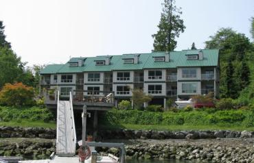 TOFINO WATERFRONT WITH MOORAGE