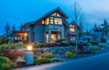 Beautiful Bluffs Executive Home