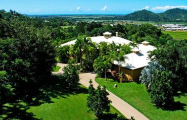 Beautiful Luxury Home For Sale in Redlynch, Queensland, Australia