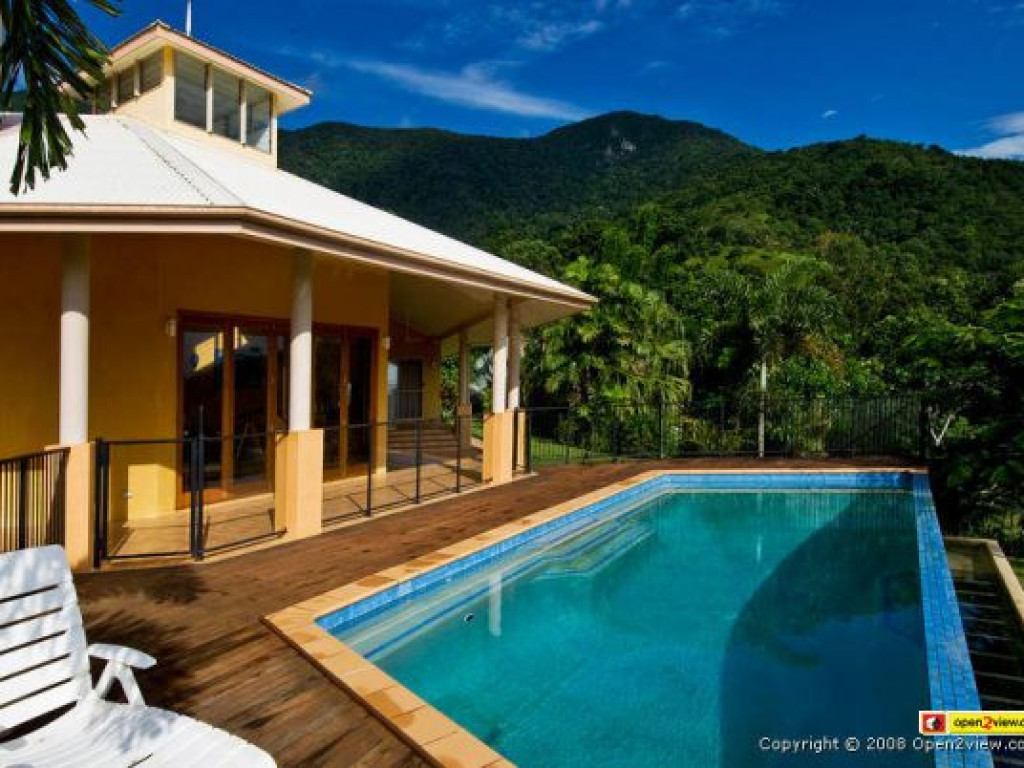 beautiful luxury home for sale in redlynch queensland