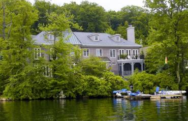 WATERFRONT RESORT LIVING ONE HOUR FROM NYC