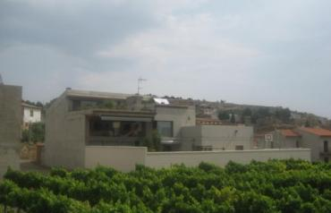 Bioclimatic spectacular modernist villa in winery area