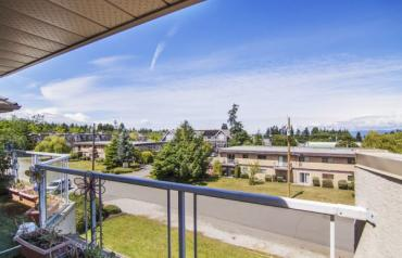 Central Qualicum Penthouse - 5th Ave