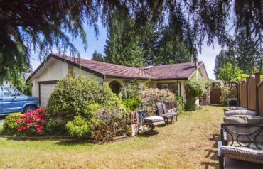 Qualicum Beach Opportunity - Beach Rd