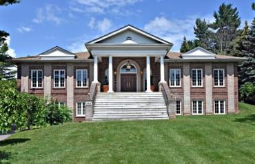 255 Woodland Acres Cres
