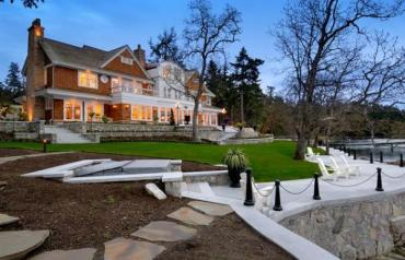 Ardmore Hall - Luxury Waterfront Property near Victoria, BC