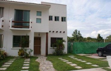 LUXURY HOME WITH POOL, SLEEP 10, BEACH 800 MTRS, GYM, PLAYA DEL CARMEN
