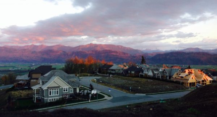 Chance to own this eagle mountain luxurious rancher just minutes from Vancouver downtown