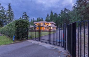 Nanoose Executive with Suite and Views - Dolphin Dr