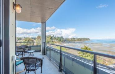 Beautiful Parksville Oceanview Condo - Beachside Drive