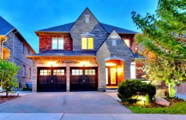 Executive Residence in Upper Thornhill Estates