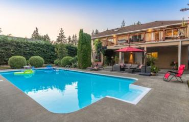 Parksville Executive with B&B Potential - Gaetjen Street