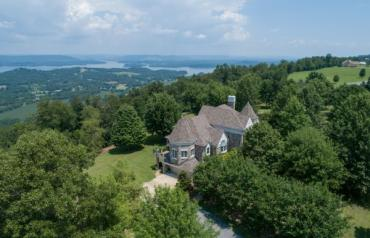 AUCTION: Luxury Brow Home on 49± Acres/Spectacular Views