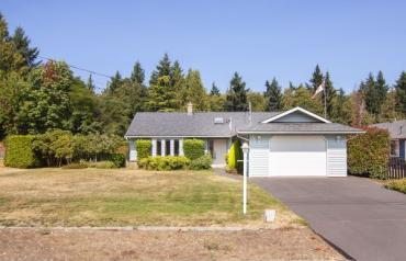 Lovely French Creek Rancher - Fisherman's Circle