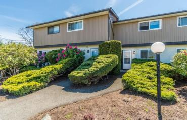 Central Parksville Townhome - Moillit St