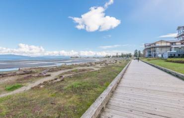 Parksville Oceanfront Condo - Beachside Drive
