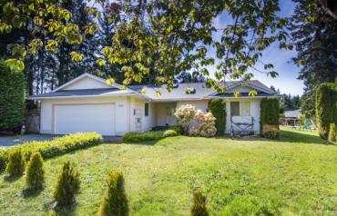 Lovely Qualicum Woods Rancher - Tyee Cres