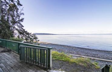 Fabulous Qualicum North Waterfront - Island Hwy