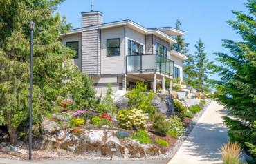 Upgraded Nanoose Oceanview Rancher - Cambridge Rd
