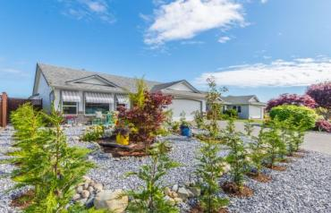 Updated Parksville Rancher with Shop - Strawberry Cres
