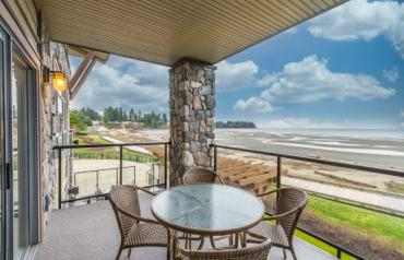 Parksville Beachfront Vacation Condo - Beachside Drive