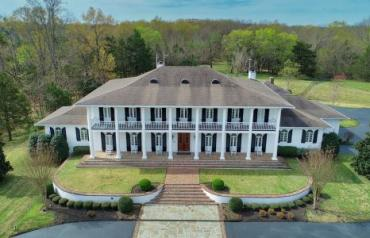 AUCTION: Stunning Estate on 6.5± Ac in The Summit Community of Tupelo, MS