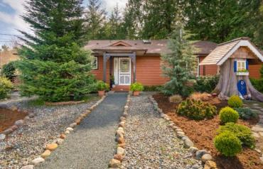 Qualicum North Character Home - McColl Rd