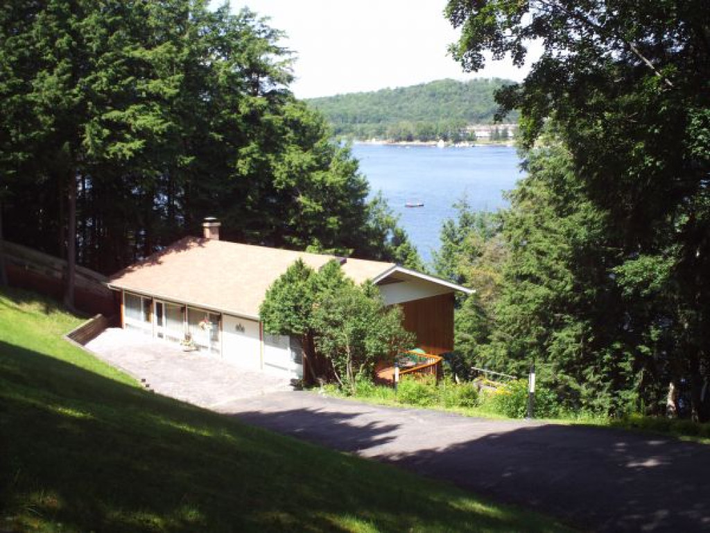 4 season lake front home ontario canada property details for Lake front home