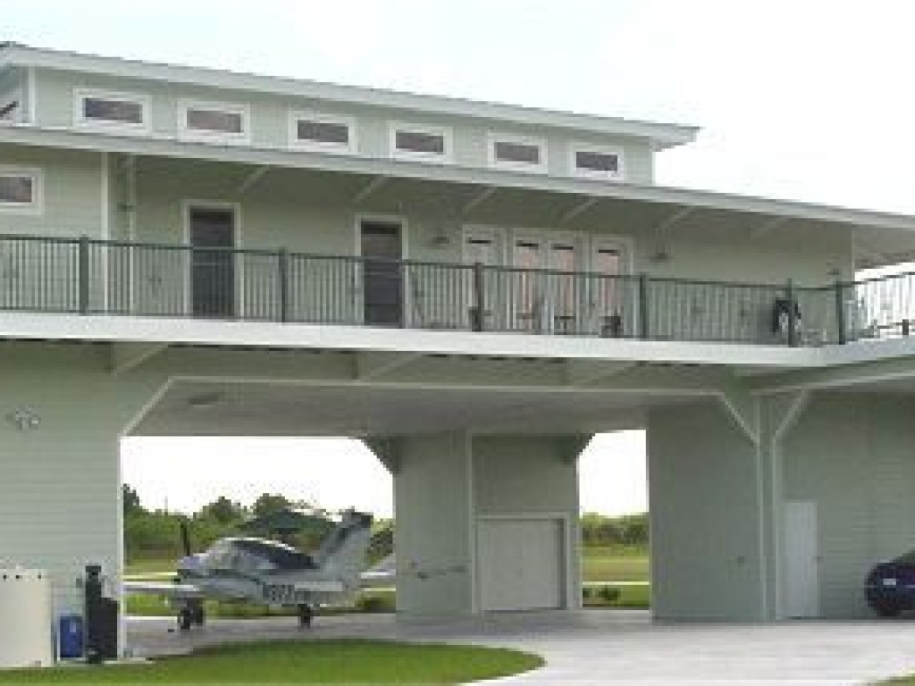 Structural Steel Hangar Home In Airpark Florida United
