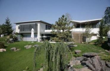 Lake House Green Paradise