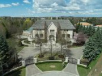 Grand Living In a Remarkable Golf Estate!