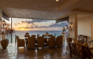 Oceanfront Hawaii Retreat