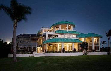 Trophy Waterfront Luxury Estate in South West Florida