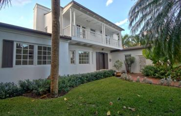 Spacious 4/4 home on the water with Dock in Miami!