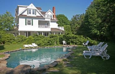 Lake Agawam Estate - In Contract