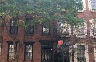 2 Bedroom Townhouse In New York, Usa (ref. 26388595)